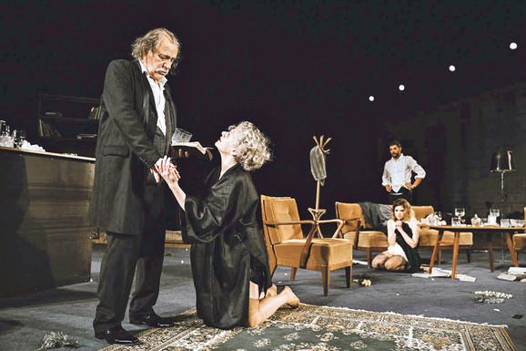 Scena iz predstave Ko se boji Virdžinije Vulf