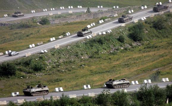 Ruski tenkovi kod granice sa Južnom Osetijom