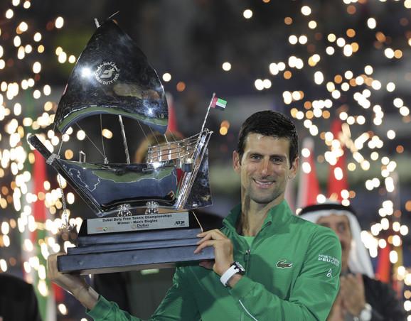 Novak Đoković sa titulom u Dubaiju gde je u finalu nadigrao Stefanosa Cicipasa