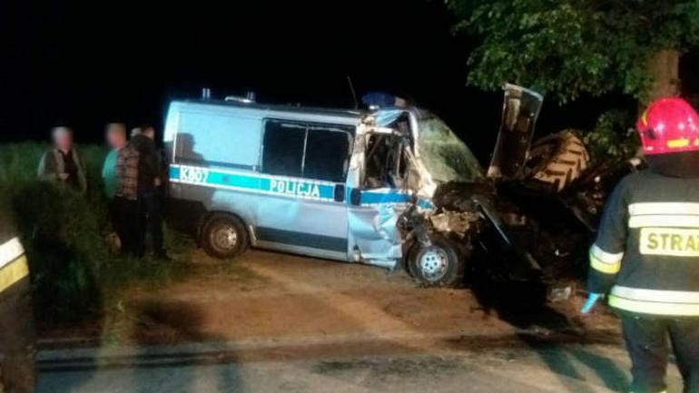 Wypadek radiowozu policji i ciągnika w miejscowości Albigowa na Podkarpaciu