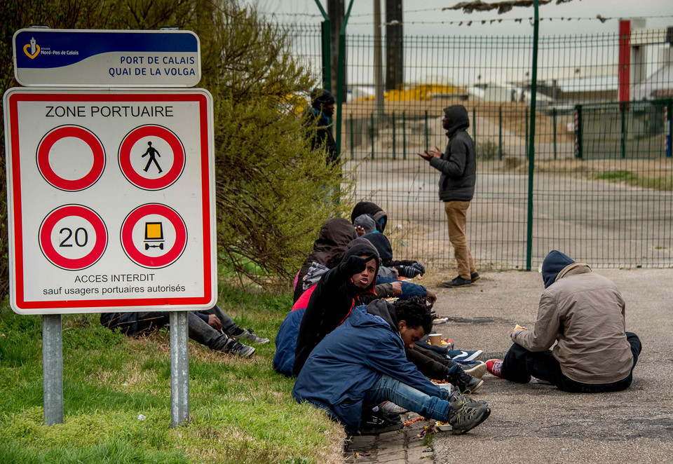 Do Calais wracają imigranci