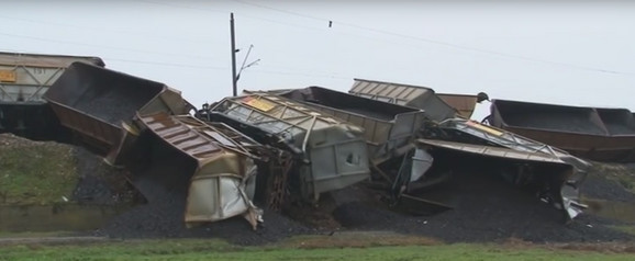 Voz kojim se doprema ugalj iz rudnika, juče je iskočio iz šina/ foto: TV Mag