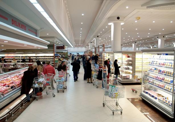 Litewscy handlowcy chcą sprowadzać do swoich sklepów tańsze produkty z Polski, by powstrzymać swych rodaków przed masowymi wyjazdami do Polski po zakupy.