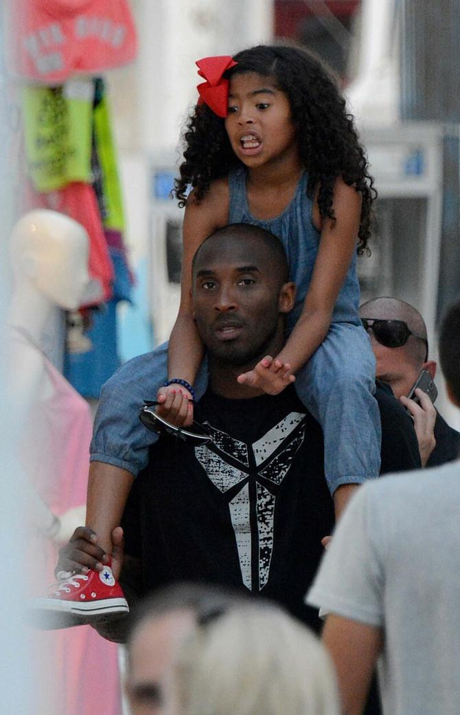 Kobi sa ćerkicom 2014. u Grčkoj