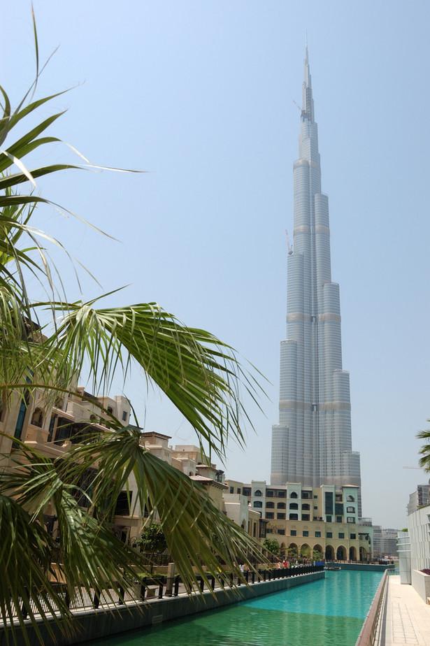 Burdż Chalifa w Dubaju, stolicy Zjednoczonych Emiratów Arabskich, jest najwyższym budynkiem świata i liczy 828 m n.p.m. Jego budowa została zakończona w 2010 roku. Fot. Shutterstock.