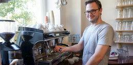 Dziś dzień kawy! Ekspert z kociej kawiarni Kotka Cafe zdradza, jak dodać do niej nieco magii.