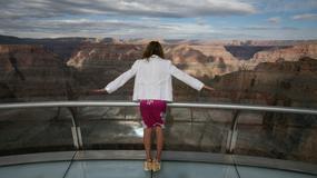 """Czyszczenie platformy widokowej """"The Skywalk"""" nad Wielkim Kanionem Kolorado"""