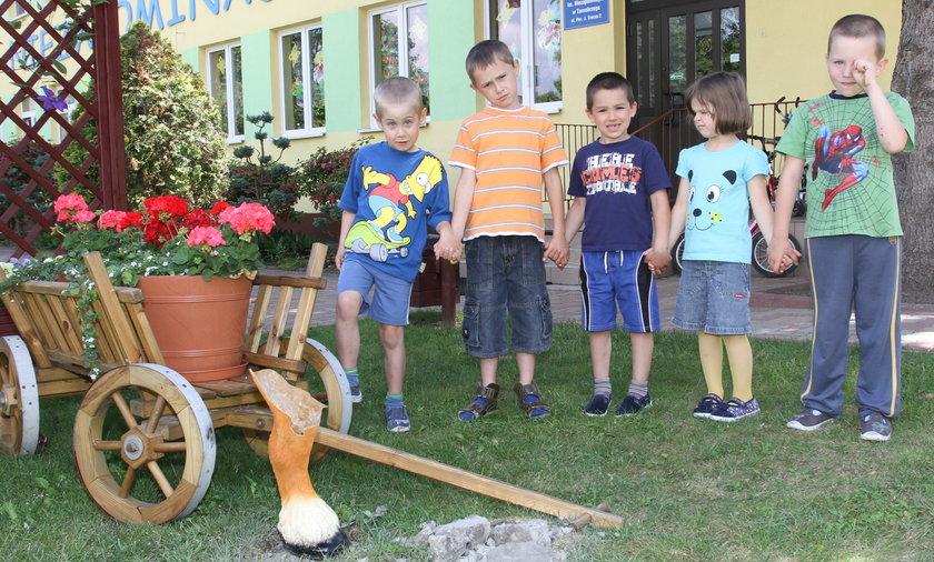 Skradziony gliniany kucyk sprzed przedszkola w Tarnobrzegu