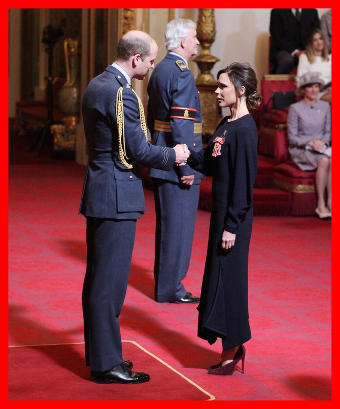 Viktorija Bekam i vojvoda od Kembridža koji je Poš uručio