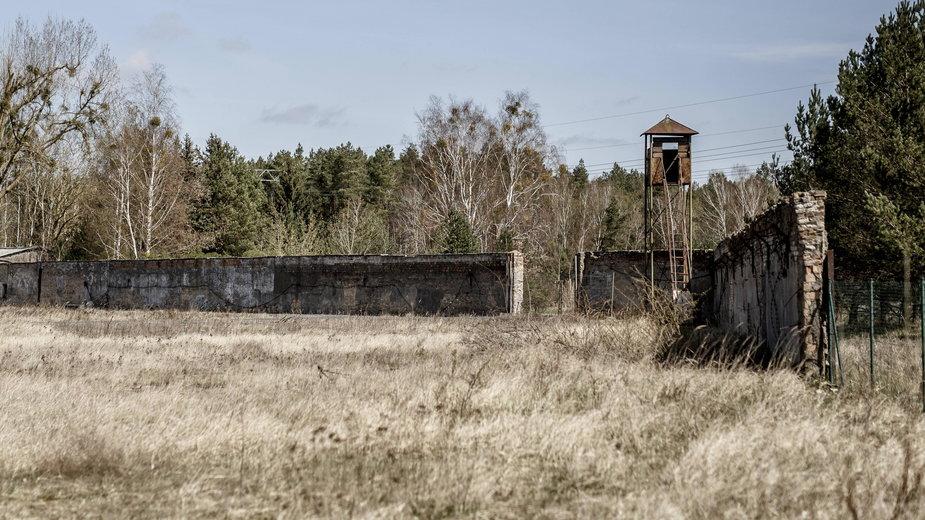 Wieża strażnicza na terenie byłego obozu koncentracyjnego w Ravensbrück