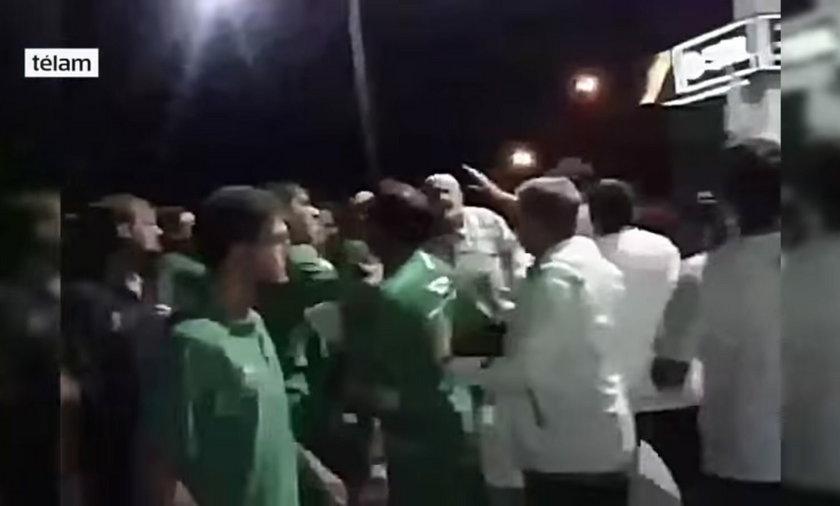 Trener wdał się w bójkę z fanami swojego klubu WIDEO