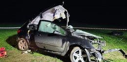Tragedia na drodze w Łódzkiem. W aucie były dwie nastolatki i 3 mężczyzn. 17-latka nie żyje