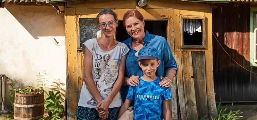 """""""Nasz Nowy Dom"""". Pani Ania cierpi na tajemniczą chorobę, jej synek Antoś bardzo się boi. Katarzyna Dowbor i jej ekipa wyremontowali ich prawie stuletni dom  Antosia [ZDJĘCIA]"""