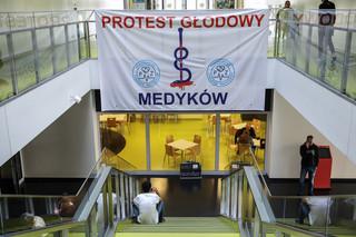 Nowy protest w szpitalach: Lekarze odmawiają pracy powyżej 48 godzin