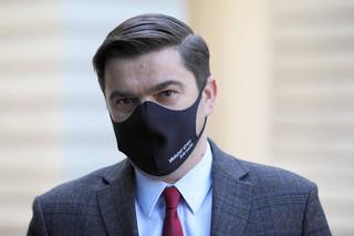 Andrusiewicz: Decyzja o podpisaniu umowy na respiratory w kwietniu była racjonalna
