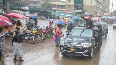 Netizens resurface Uhuru's campaign photo showing Fuel Prices at Sh67