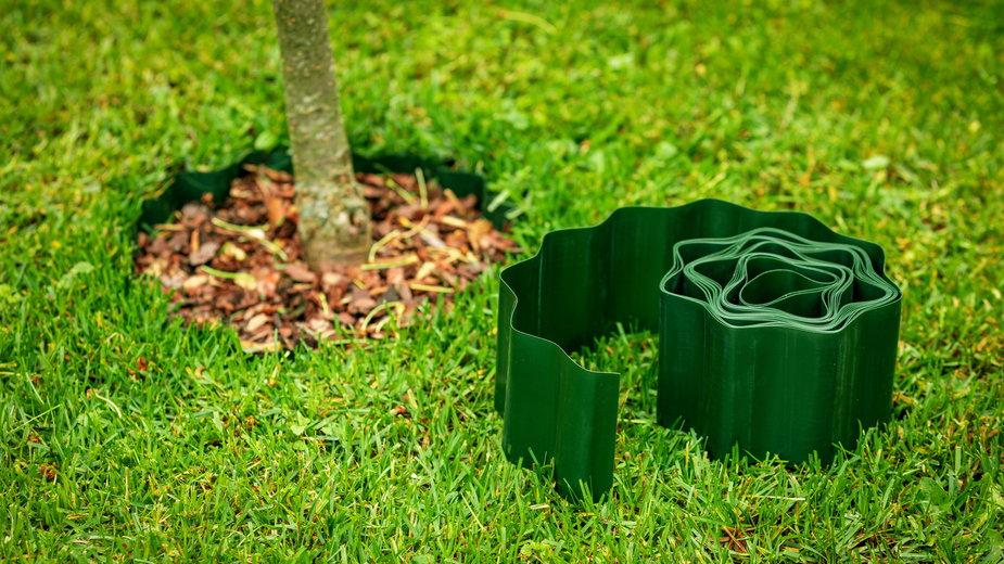 Bardzo popularne są plastikowe obrzeża trawnikowe - ronstik/stock.adobe.com