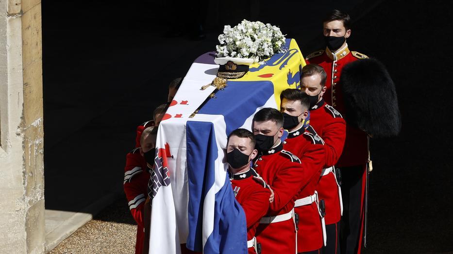 Királyi pompával temetik Fülöp herceget windsori kastélyban - Blikk