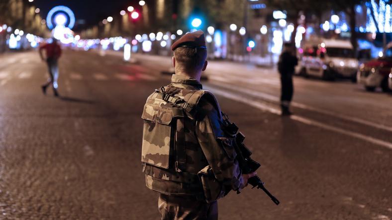 Strzelanina miała miejsce wczoraj wieczorem w pobliżu Pól Elizejskich