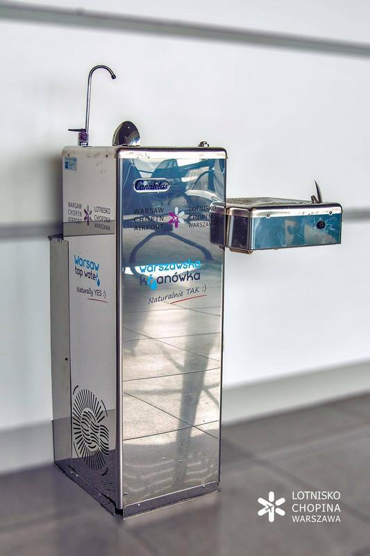 Na Lotnisku Chopina ustawiono trzy punkty z bezpłatną wodą pitną
