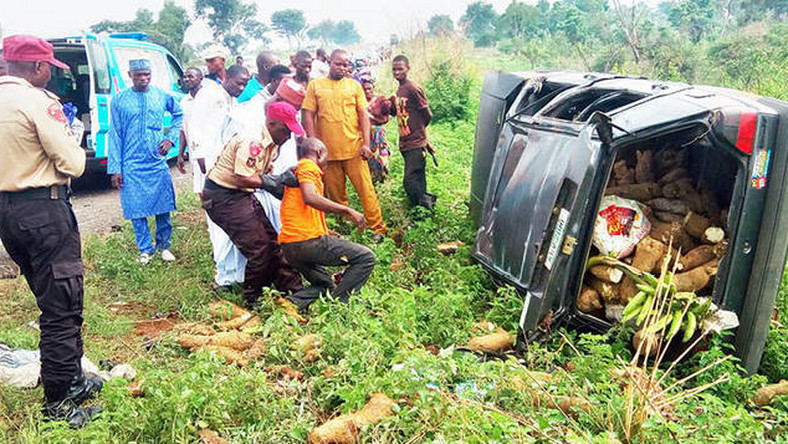 A FRSC officer offers help to an accident victim. [The Savid News]