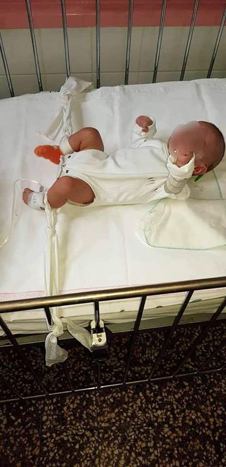 Pielęgniarka przywiązała niemowlę do łóżeczka. Niestety, to jeszcze nie wszystko