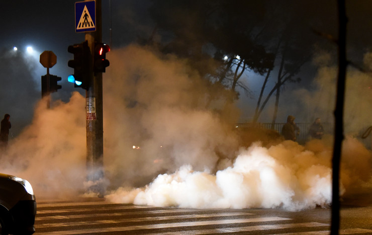 Incident policija i građana Crne Gore tokom branjenja trobojke u Zlatici