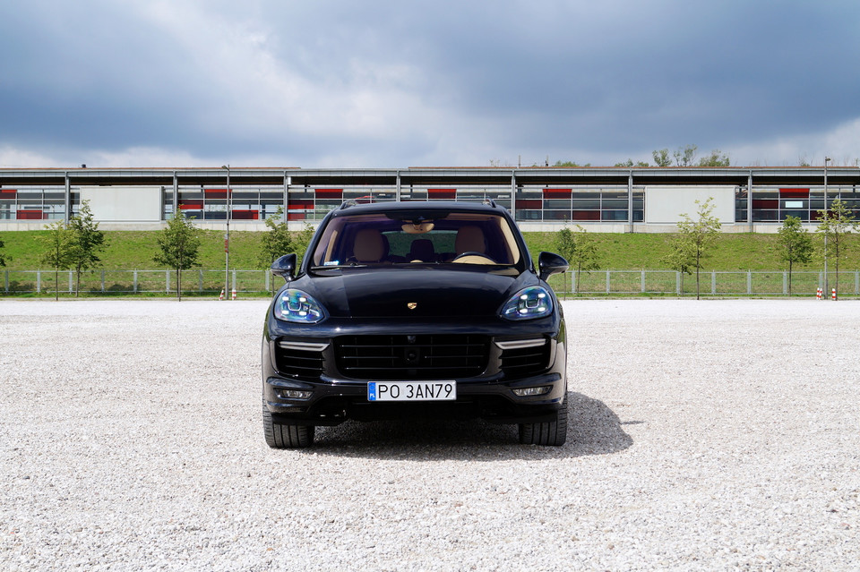 Porsche cayenne turbo s super suv test - Super sayenne ...