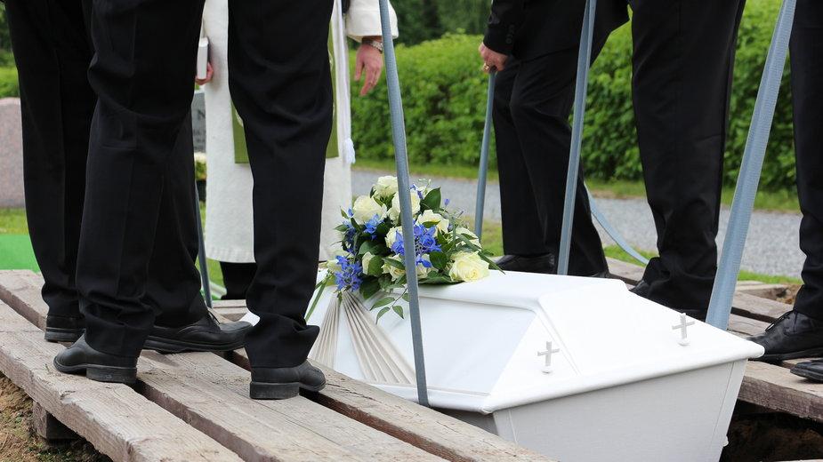 Zasiłek pogrzebowy bez zmian. Rząd negatywnie ocenił projekt Lewicy
