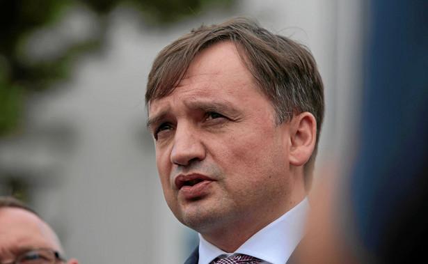 W oparciu o nowy stan prawny przygotowano wytyczne dla prokuratorów w sprawie postępowań dotyczących tzw. mafii lekowej - przekazał we wtorek minister sprawiedliwości, prokurator generalny Zbigniew Ziobro. Jak zaznaczył, zostaną one rozesłane jeszcze we wtorek.