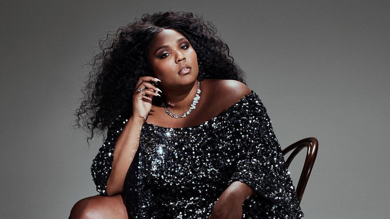American rapper, Lizzo has shared some really raunchy photos on her Instagram page and we are here for the reactions. [Instagram/LizzoBeating]