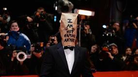 Shia LaBeouf przyszedł na premierę z torbą na głowie; gwiazdy czytają wredne tweety na swój temat - Flesz Filmowy