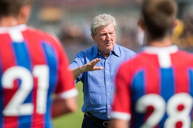 Fudbaleri Kristal Palasa sa trenerom Rojom Hodžsonom