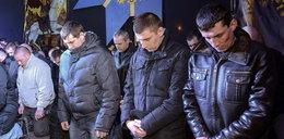 Ukraina. Milicja na kolanach przeprasza naród