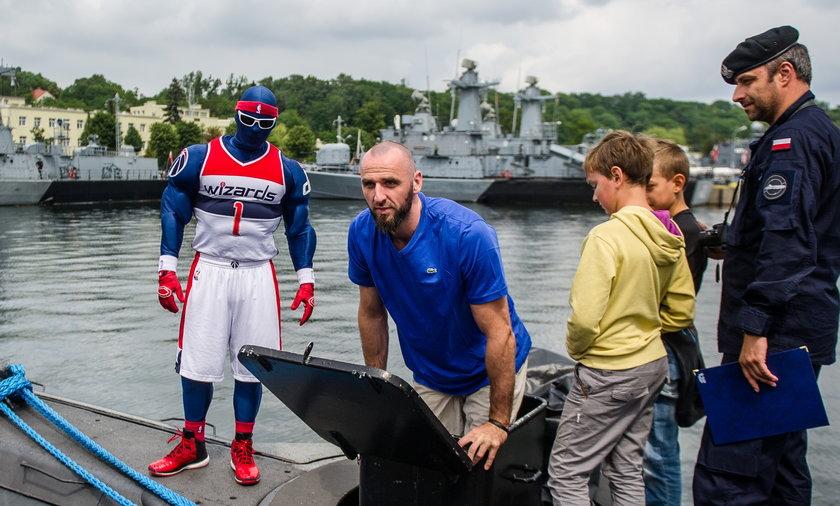 Marcin Gortat odwiedził marynarzy w Gdyni