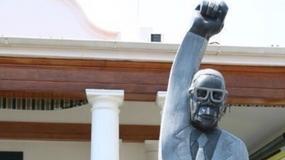 Komiczny pomnik w Zimbabwe. Twórca chciał ośmieszyć prezydenta?