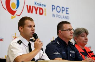 'Mógł zostać postrzelony'. Policja o incydencie z księdzem, który podbiegł do papamobile