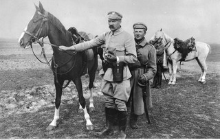 Symbole odrodzonego państwa polskiego: Kasztanka, 'My, pierwsza brygada' i maciejówka