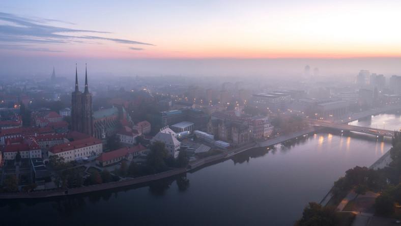 Poranny smog nad Wrocławiem