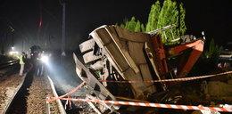 Pociąg wjechał w tira, tir zniszczył dom