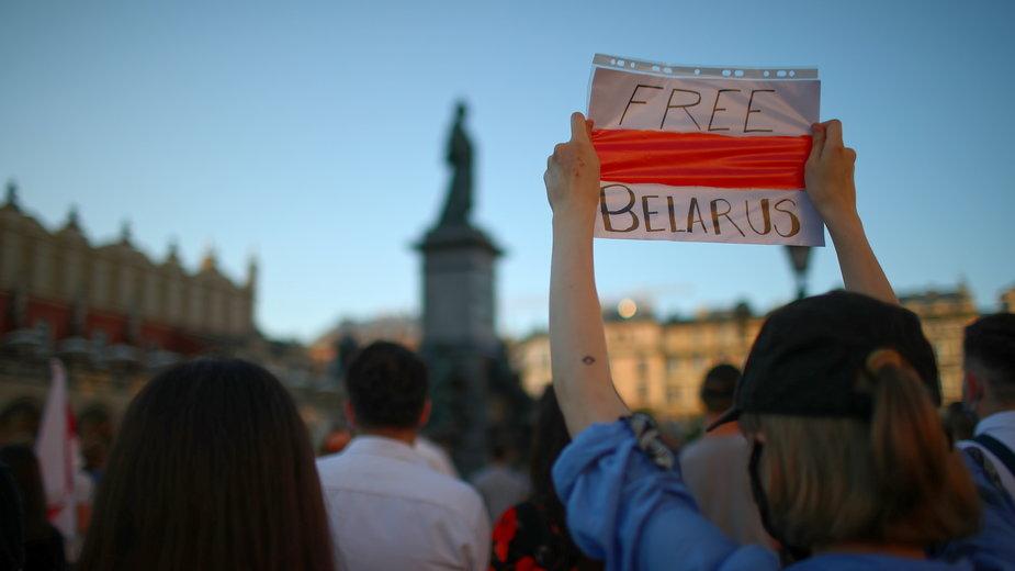 Manifestacja solidarnościowa na rynku w Krakowie