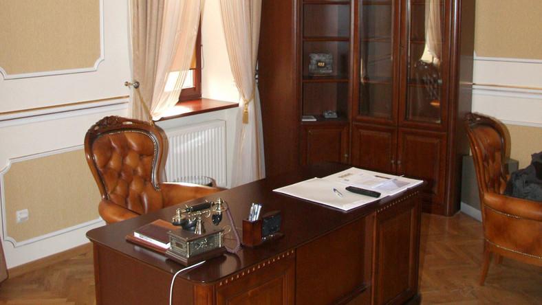 Burmistrz Andrychowa wydał 100 tysięcy na luksusy w gabinecie