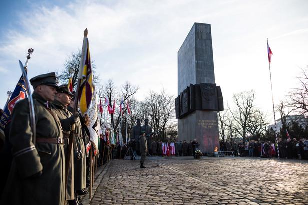 Uroczystości przed pomnikiem Powstańców Wielkopolskich w Poznaniu