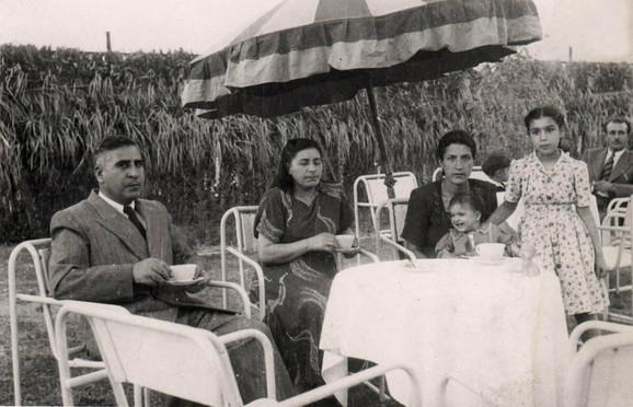 Muškarci i žene su zajedno boravili na javnim mestima, a mogućnosti obrazovanja su značajno proširene. Zapadnjački način odevanja i norme prihvaćeni su u velikim delovima iranskog stanovništva.