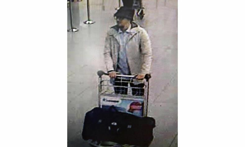 Domniemany zamachowiec z lotniska Zaventem, być może koordynator zamachów, poszukiwany przez belgijską policję