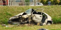 Kobieta wpadła autem do rowu
