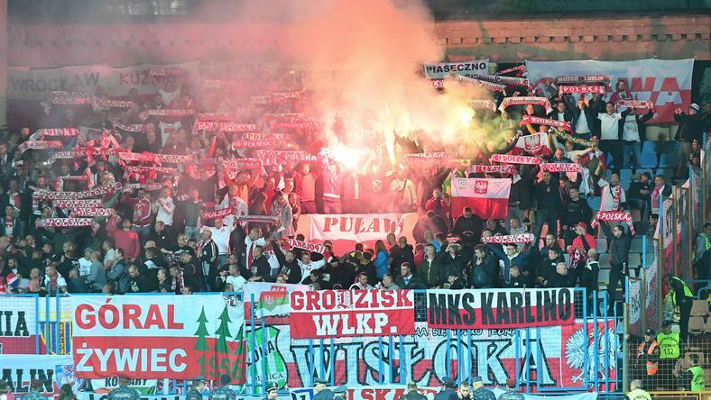 Na stadionie w Erywaniu niektórzy polscy kibice odpalili race