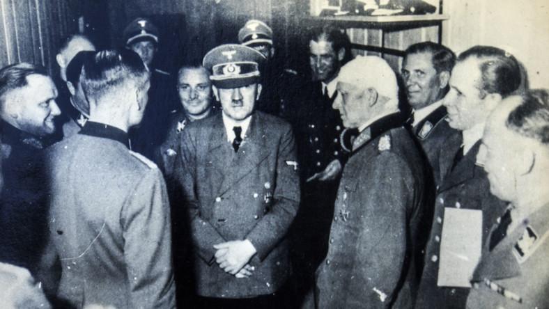 Adolf Hitler wśród współpracowników