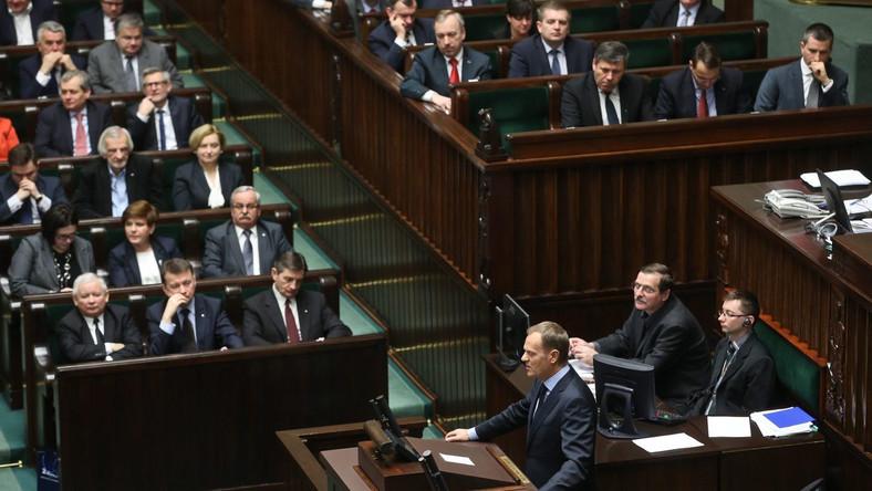 PO-PiS Kaczyńskiego i Tuska wciąż rządzi finansami kraju