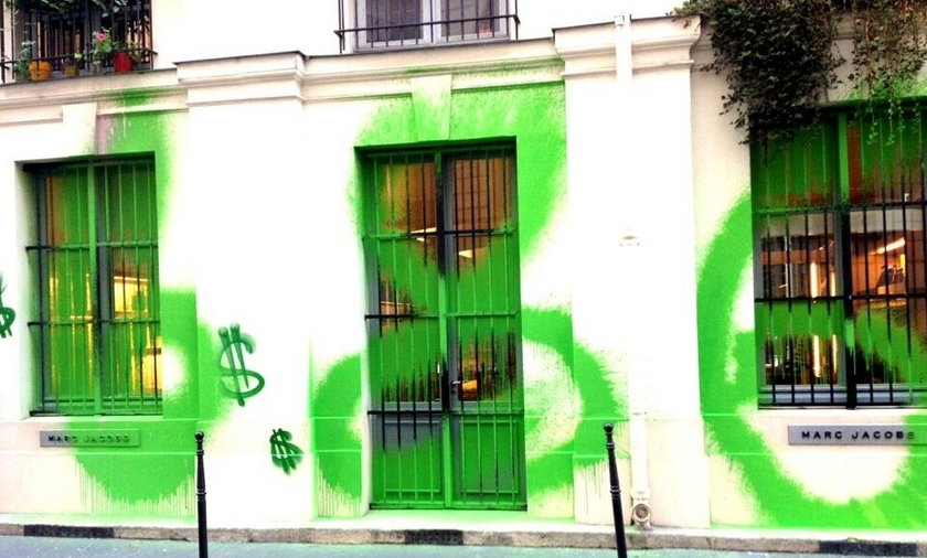 Pomalowany salon Marca Jacobsa
